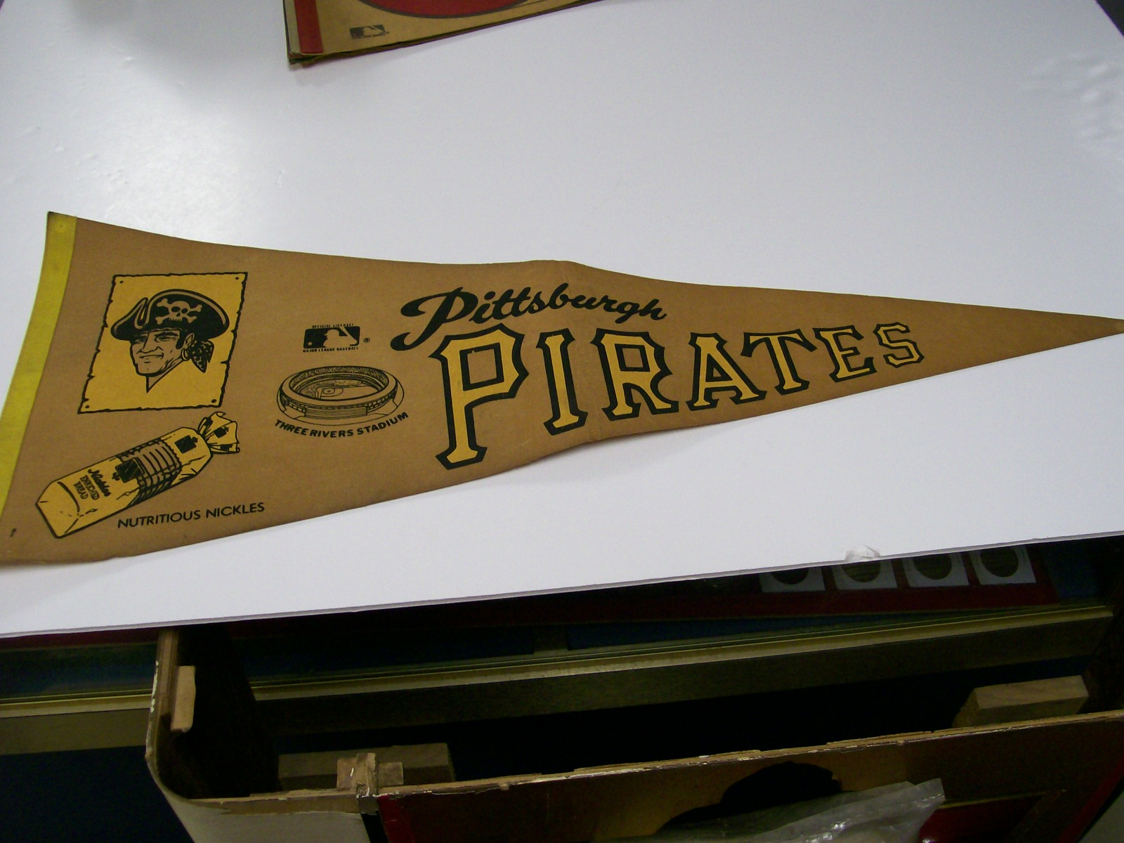 1970 Pittsburgh Pirates Official Pennent/Rare Advertising Nickle