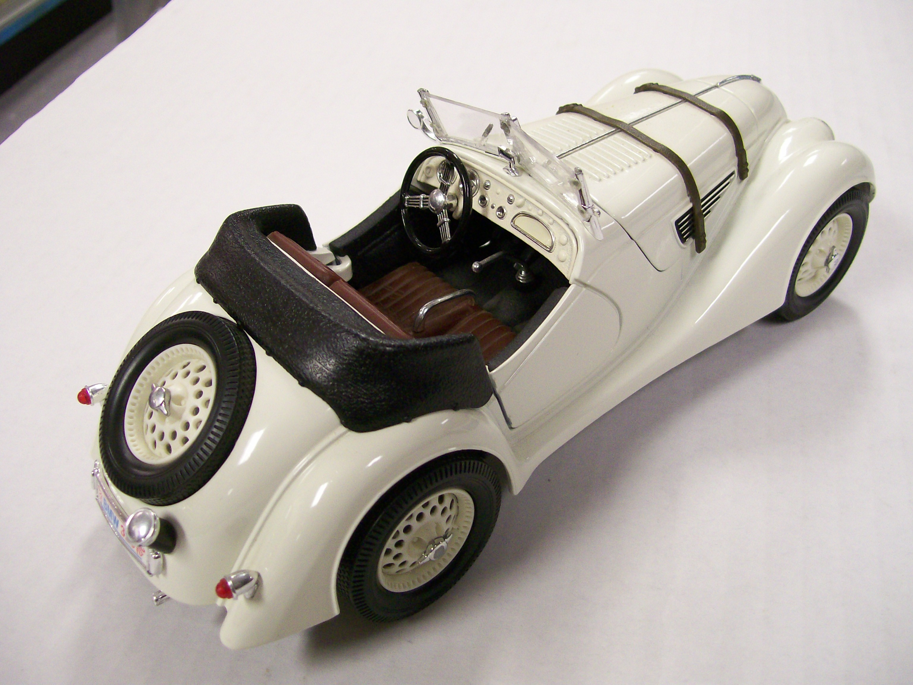 1940 BMW White Roadster 1/18 Scale Hood & Doors Open