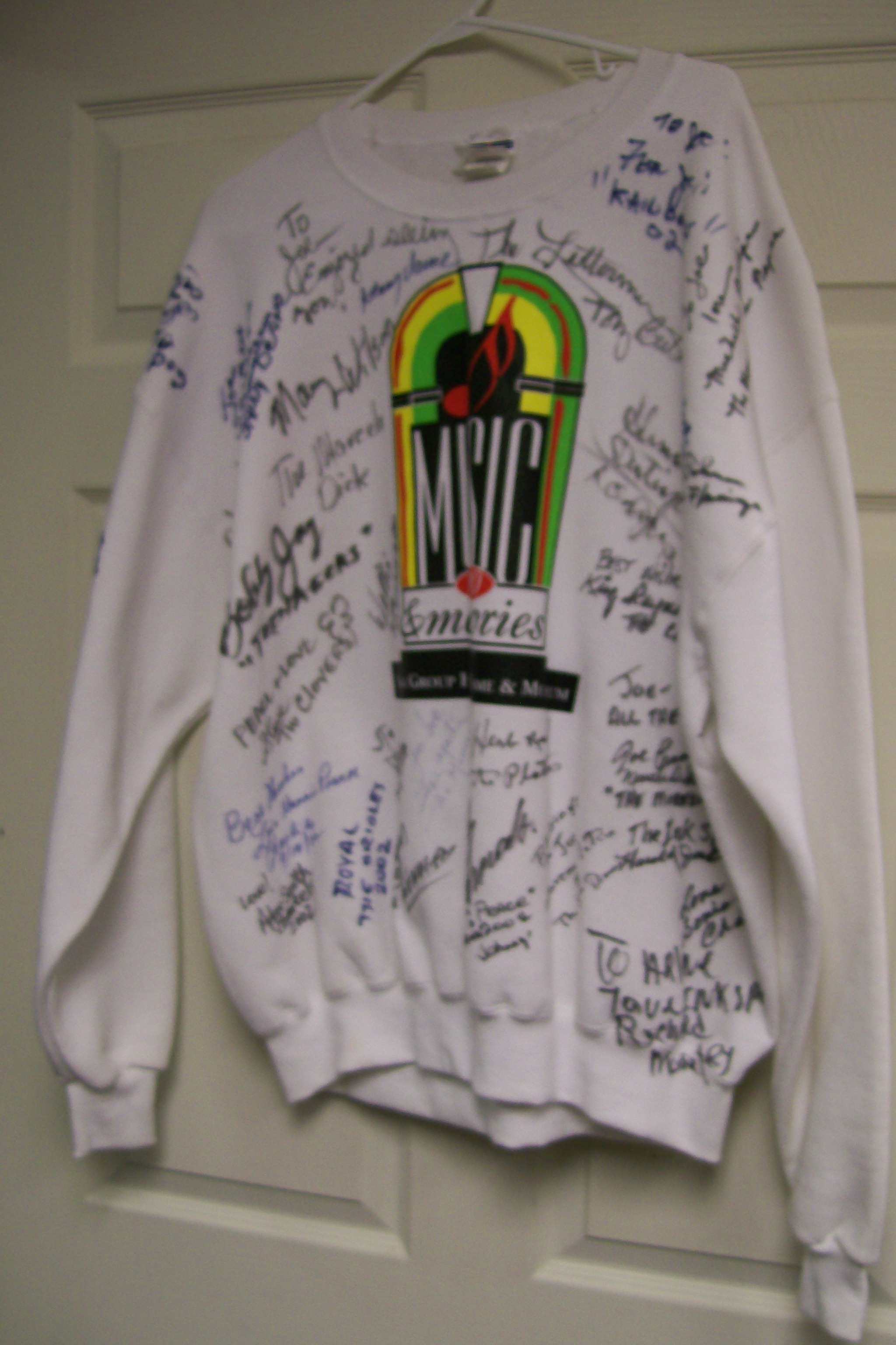 Vocal Group Hall Of Fame& Museum Sweat Shirt 2002 33 Autographs